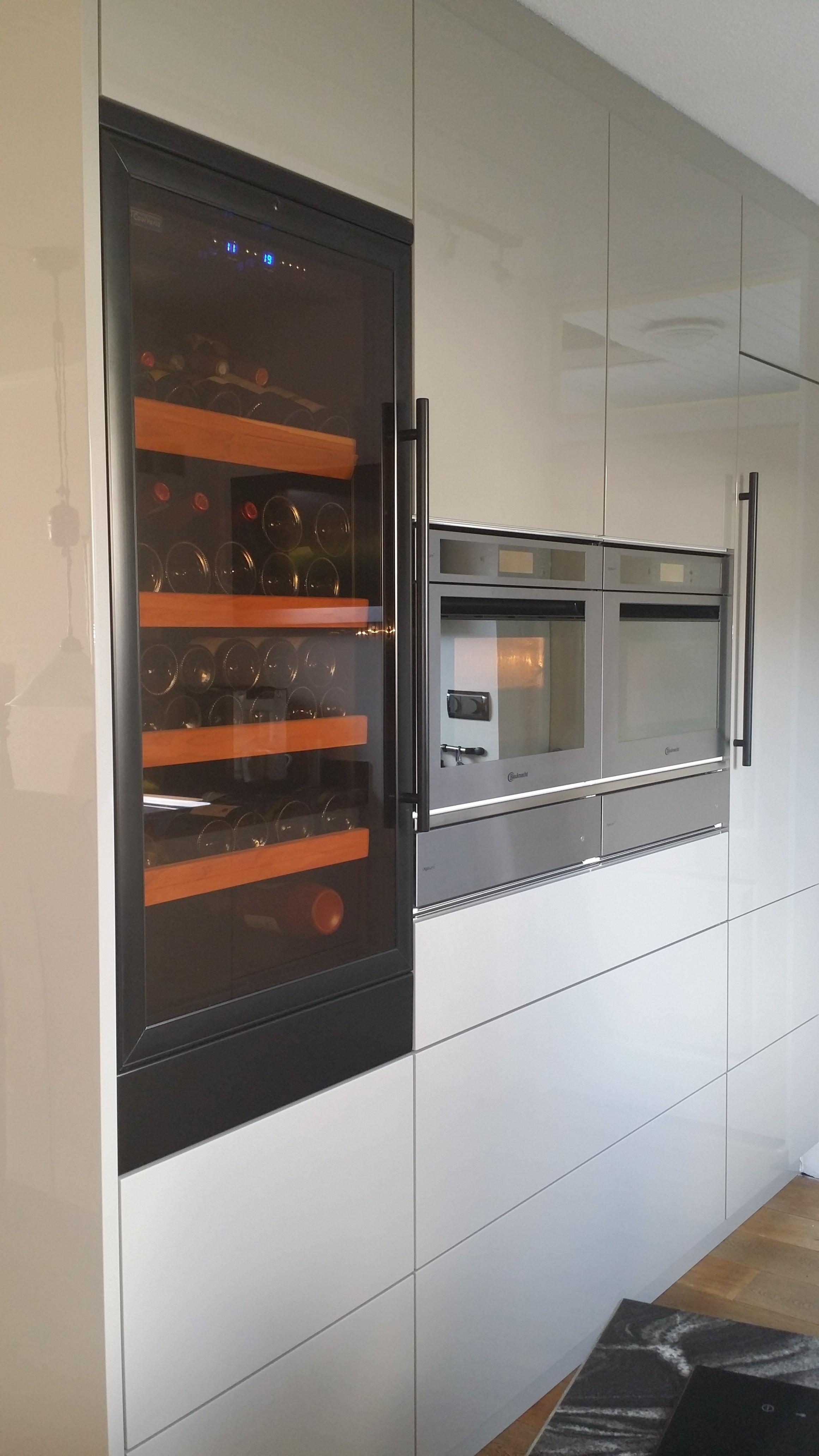 Wijnklimaatkast voor het perfect bewaren en uitserveren van uw wijn cooling nl - Keuken met wijnkelder ...